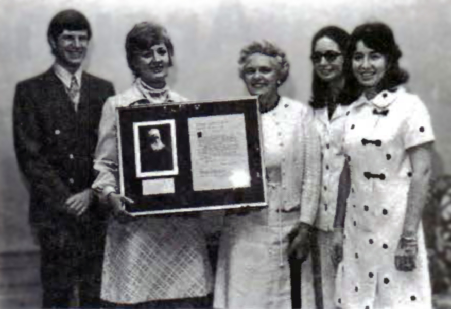 Bahá'ís present a framed Tablet to Mount Holyoke College
