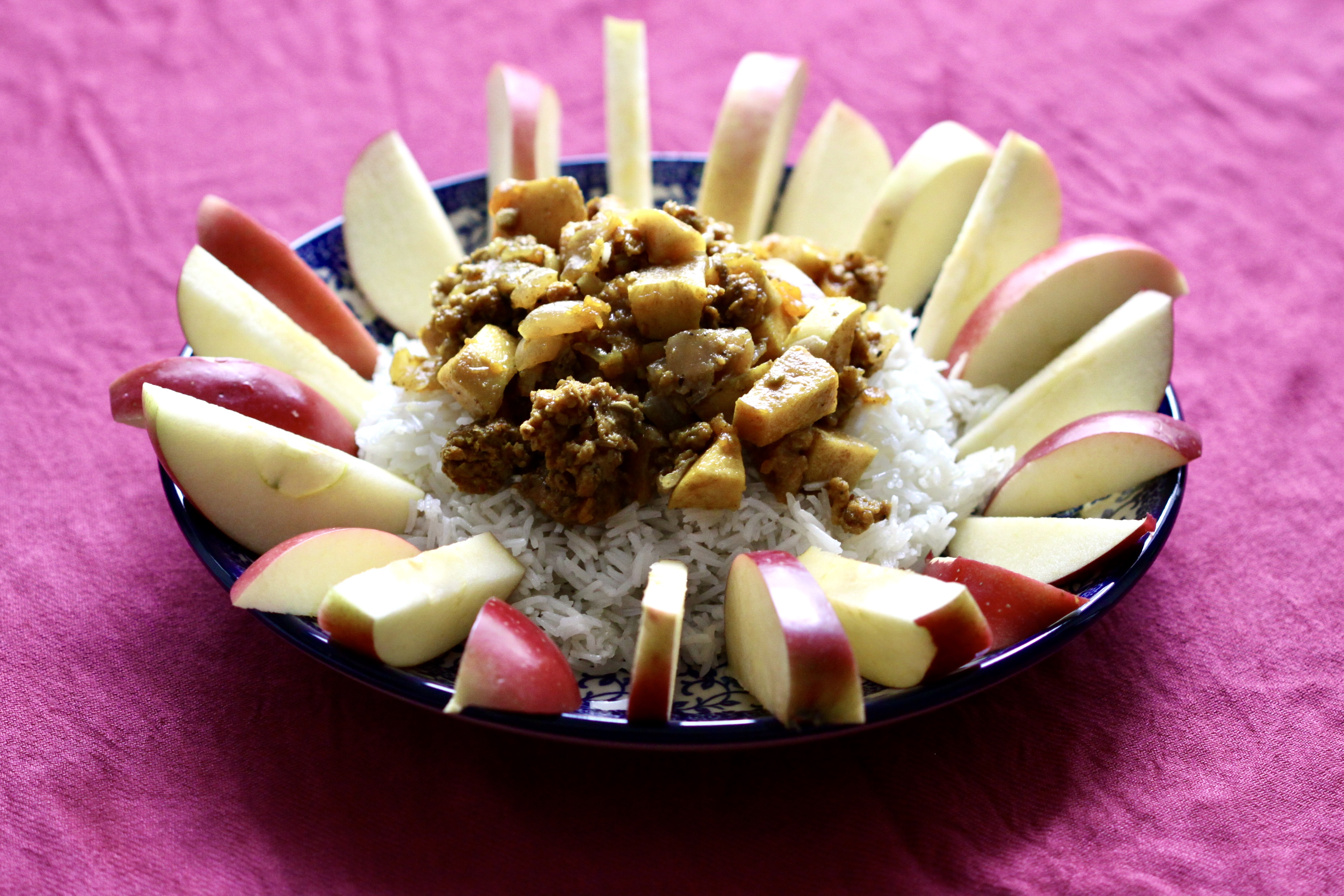 Apple stew and fresh apples